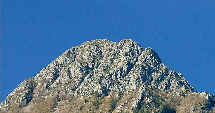 "Novetat excursionisme: ""100 cims"""